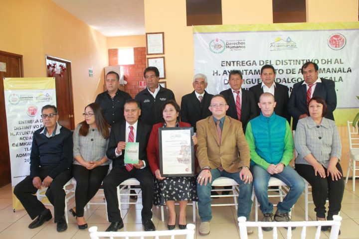 Entrega CEDH distintivo al Ayuntamiento de Acuamanala