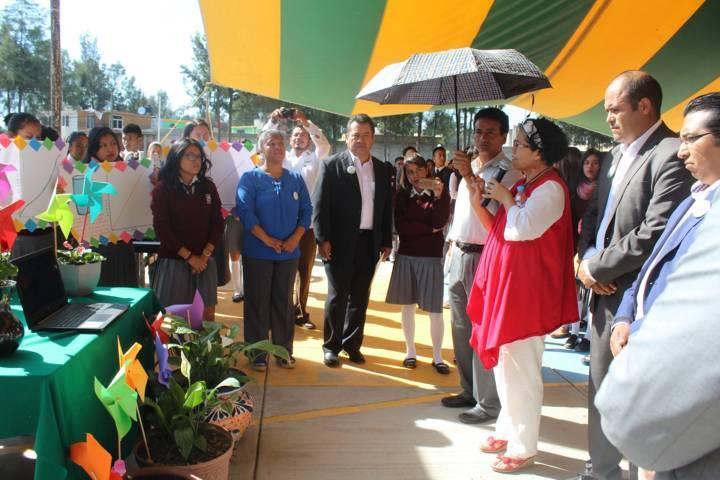 Alcalde atestigua proyectos de alumnos del COBAT 12 sobre las plantas de México