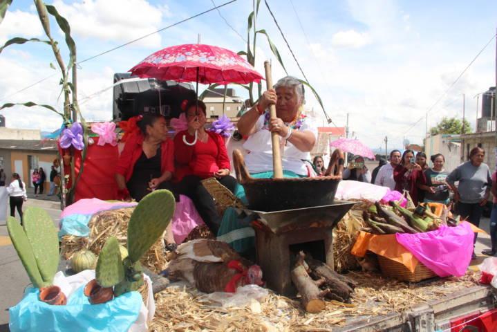 Alcalde encabezó el tradicional desfile de Feria del Mole en su 2da edición