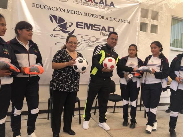 Entregó EMSaD uniformes a atletas que participan en Judenems