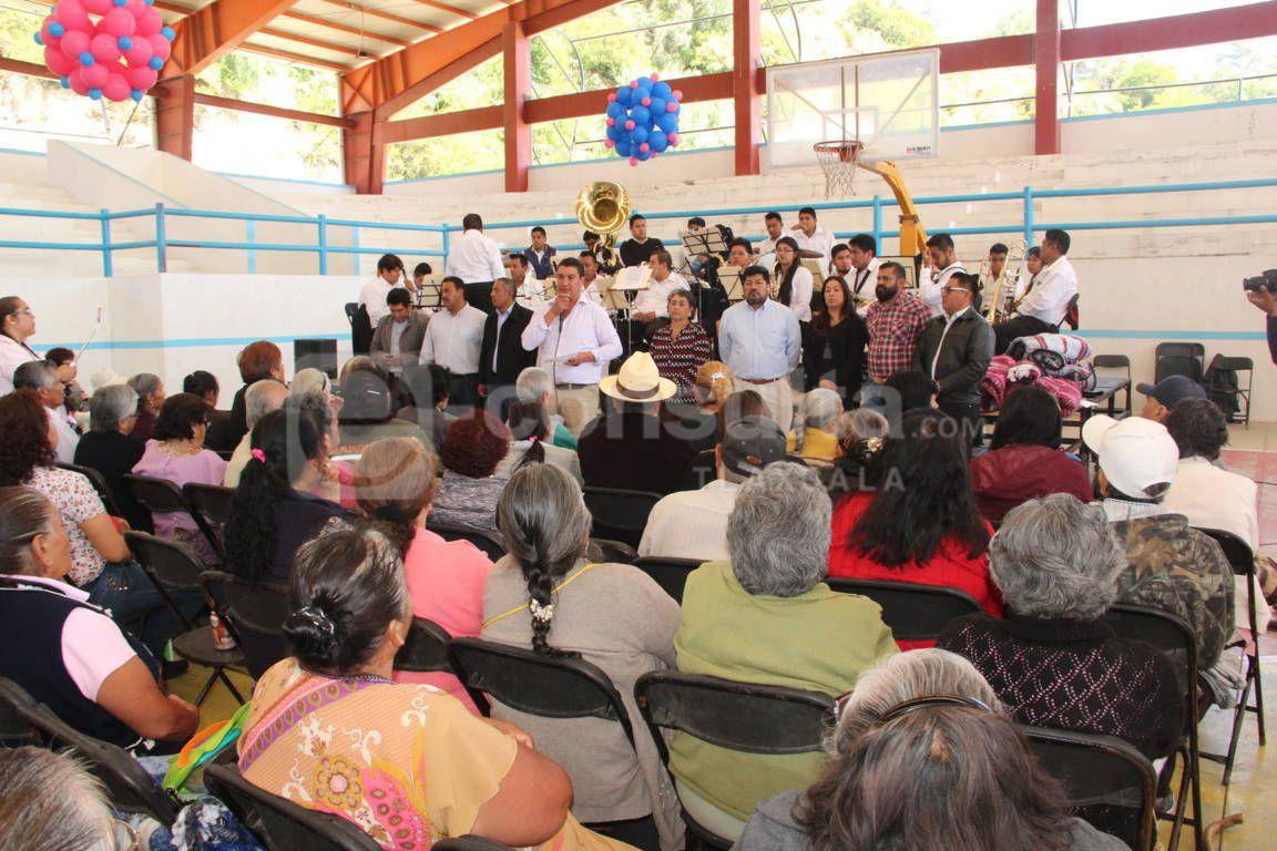 Ayuntamiento de Nativitas festejo a los abuelitos en su día
