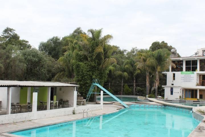 Balnearios de Santa Cruz Tlaxcala patrocinan programa de apoyo a jóvenes