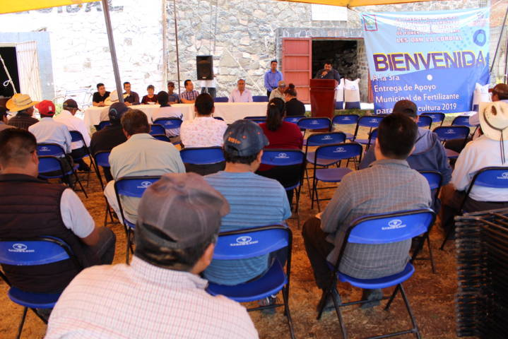 Lardizábal brinda subsidió del 46 % a campesinos para adquirir fertilizante