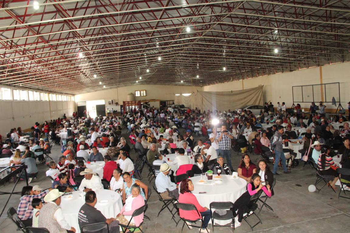 Los abuelitos en gran parte han contribuido al desarrollo del municipio: alcalde