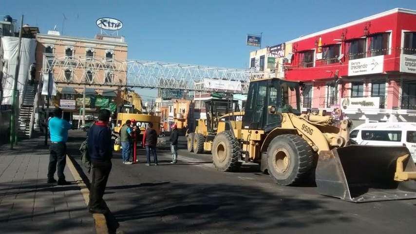 Caos vial por inicio de obra en Zacatelco