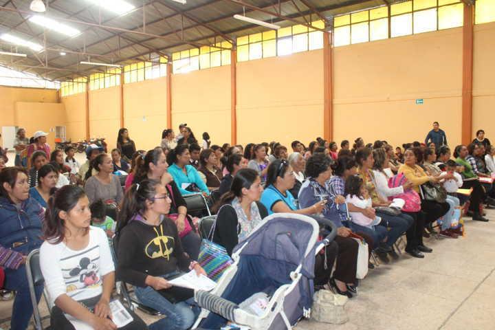Atestigua Sanabria Chávez entrega de apoyo para el bienestar de niñas y niños