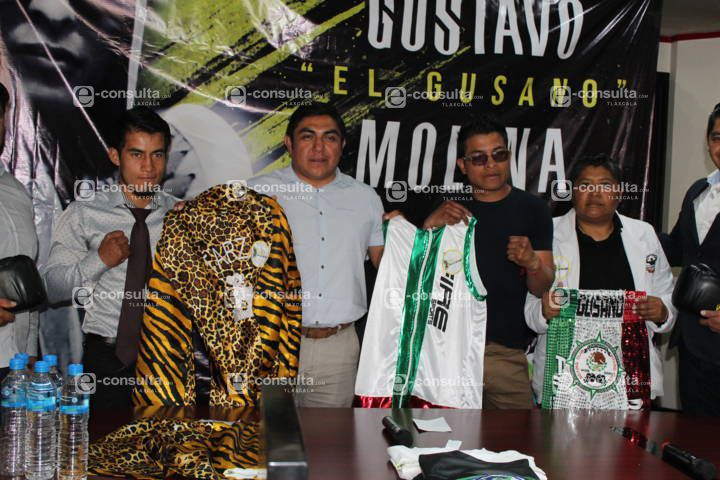 Alcalde apoya a 2 jóvenes promesas en el boxeo que viajaran a Argentina