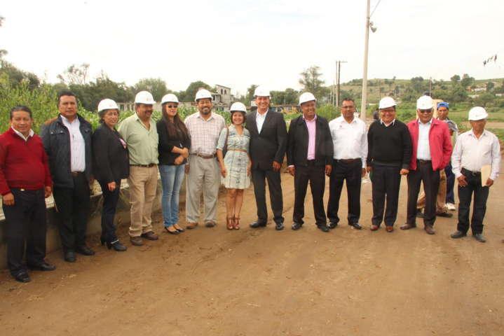 Alcalde y diputada federal inician obra de mejoramiento vial en Tenexyecac