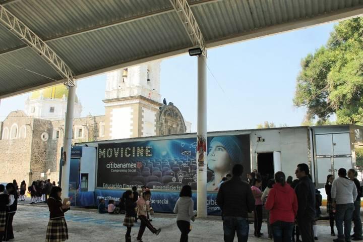 Ayuntamiento promueve en niños y jóvenes una cultura financiera con el Cinemovil