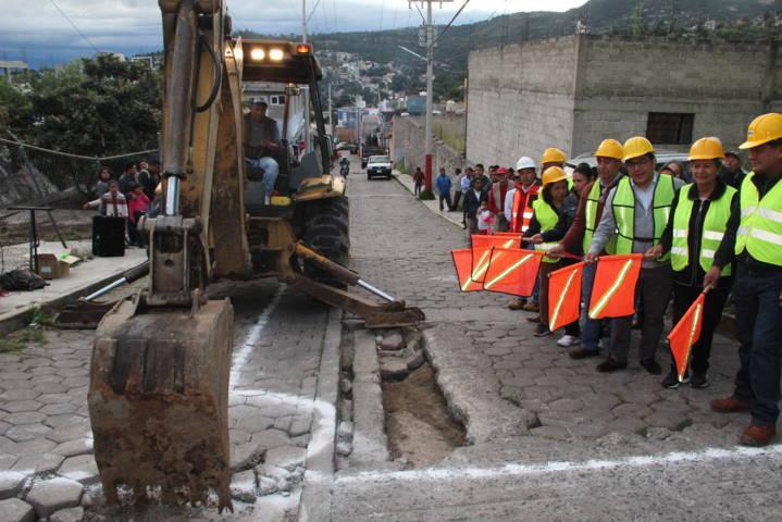 Alcalde pone en marcha trabajos de obra pública en la calle Alcocer de Chimalpa
