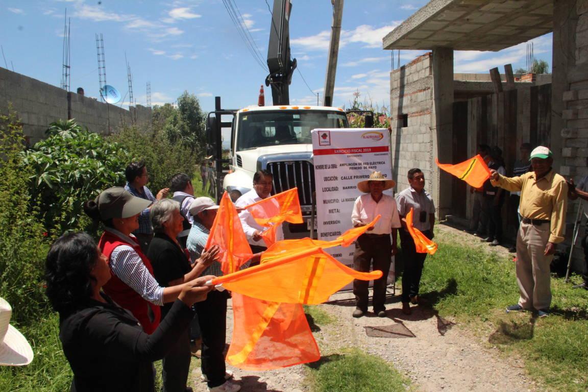 Alcalde pone en marcha 2 obras de servicios básicos en diferentes comunidades