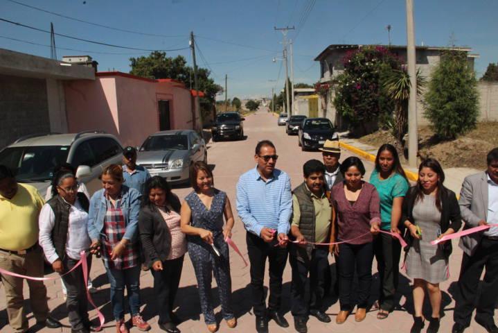 Pérez Juárez cumple su palabra, entrega pavimentada calle 5 de mayo