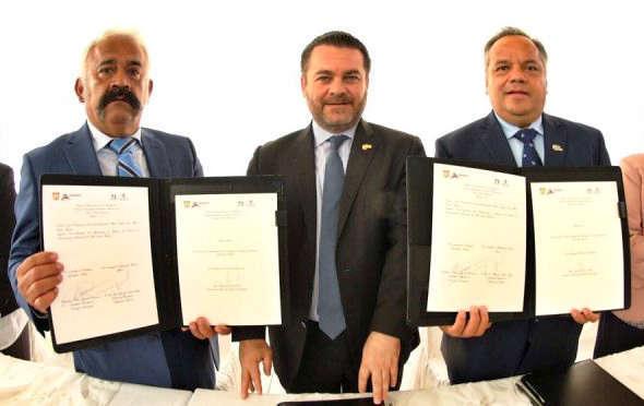 Huamantla y Uriangato signan hermanamiento
