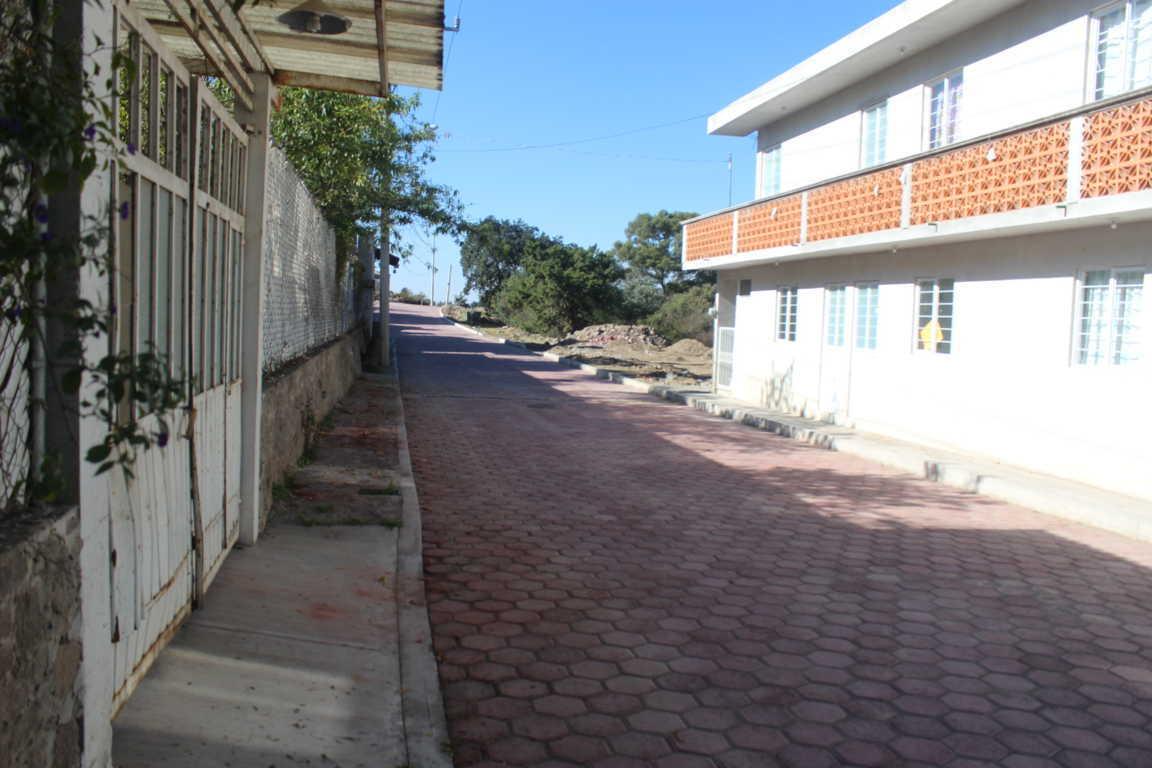 Sanabria Chávez entrega Calle 2 de abril adoquinada