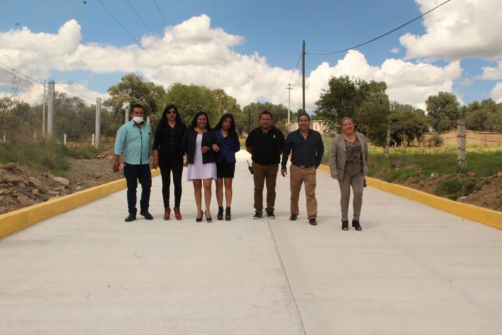 Carin Molina entrega calle pavimentada a vecinos de Santa Elena