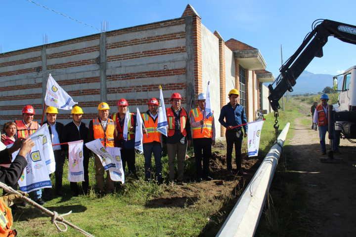 Alcalde de SPM mejora la electrificación de 3 comunidades con 2,450 ml