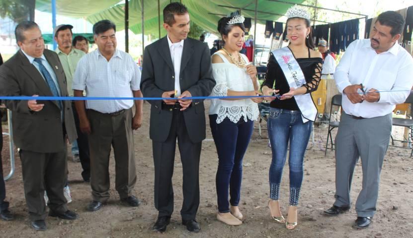 Autoridades municipales y de comunidad de Lardizábal inauguraron Expo Venta de Pantalón de Mezclilla 2017