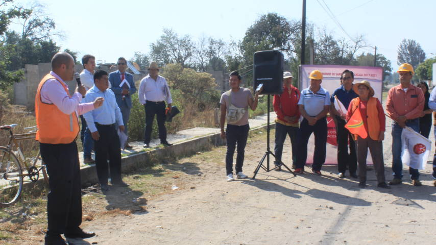 Alcalde pone en marcha rehabilitación de servicio básico en Tlacochcalco