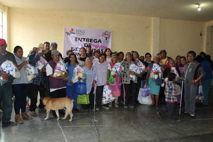 Entrega despensas a comunidades del municipio el SMDIF de Tetla