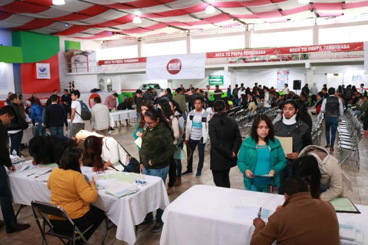 """Entrega Gobierno del Estado estímulos de """"Beca tu prepa terminada"""" en Chiautempan"""
