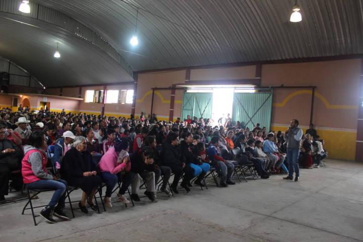 Vecinos de las comunidades de Apizaco se suman al proyecto de Pablo Badillo