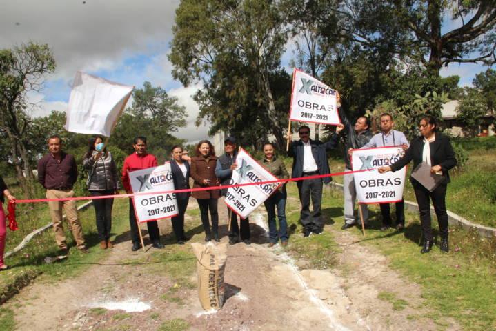 Alcalde acerca servicio básico y rehabilitación de carretera para Texopa