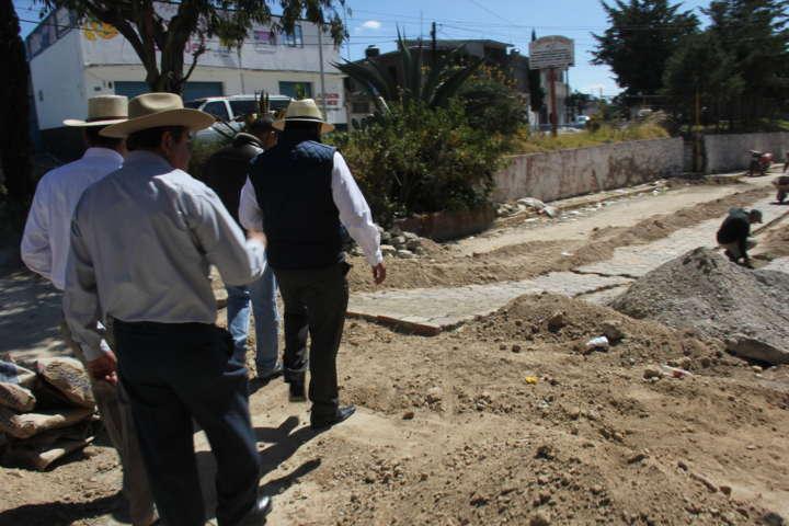 Supervisa alcalde de Calpulalpan obras de infraestructura en colonias y comunidades
