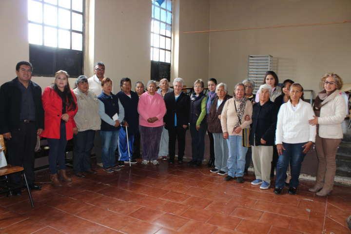 Se abre especialidad de tejido en fibras textiles en Tetla de la Solidaridad