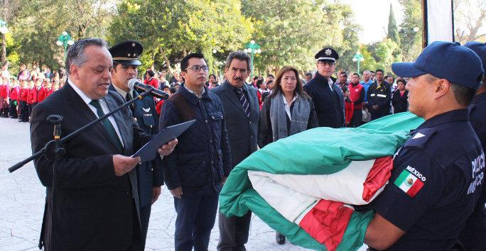 Encabeza Alejandro Aguilar López ceremonia de incineración y sustitución de Bandera Nacional
