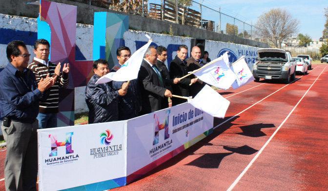 Alejandro Aguilar López da banderazo a inicio de  trabajos de remodelación de unidad deportiva  municipal