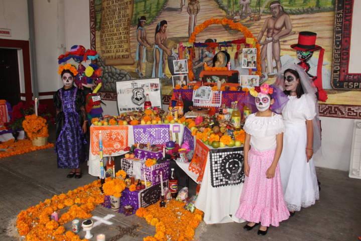 Tlamanalli llego a Ixtacuixtla donde participaron 9 ofrendas con sus catrinas