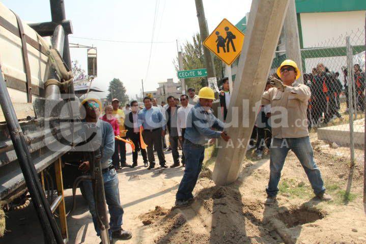 Alcalde inicia obra de servicio básico en beneficio del CECyTE 16