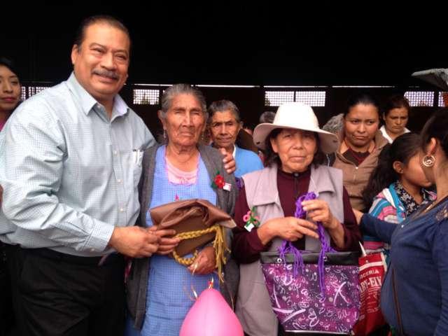 Dirigente nacional de la CCCD celebra día de las madres