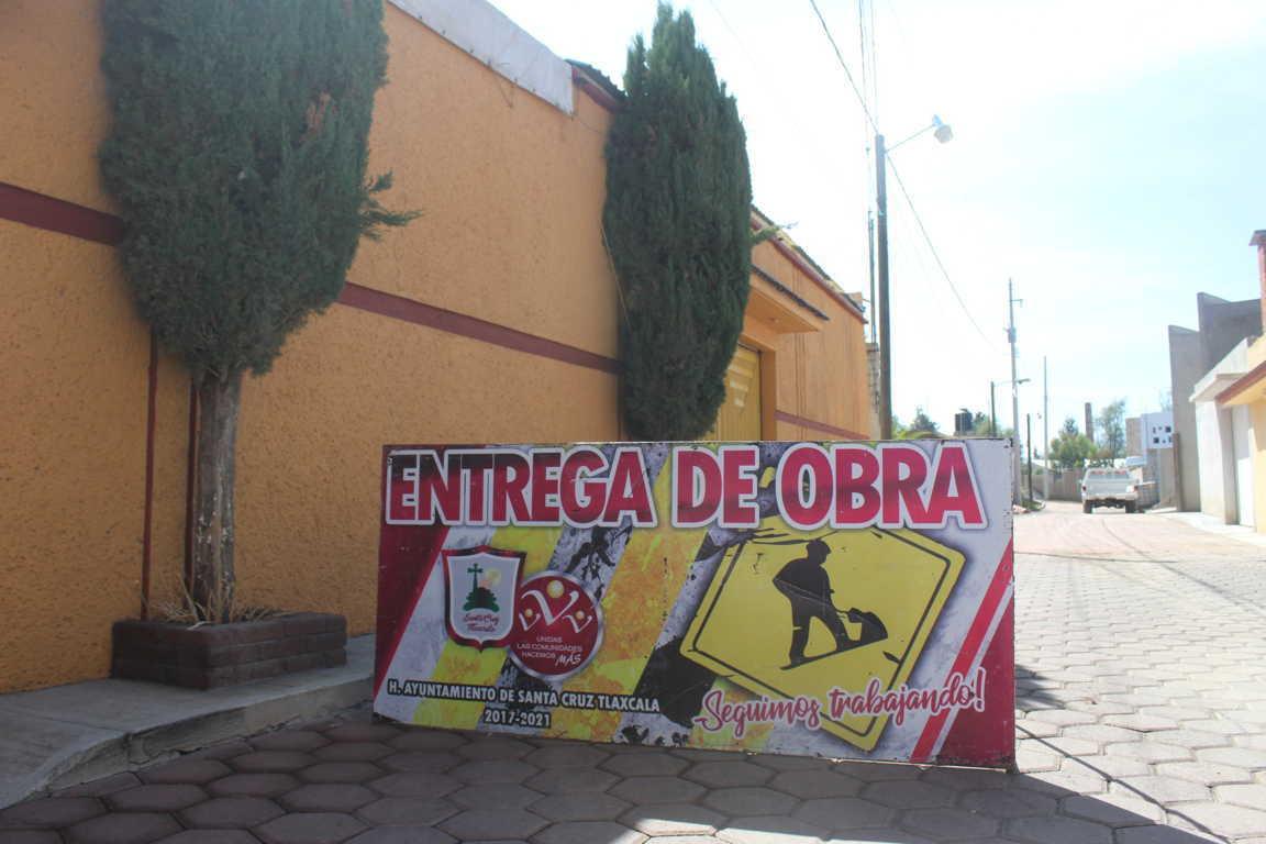 Privada Corregidora de San Miguel Contla cuenta con red de  electrificación gracias a Sanabria Chávez