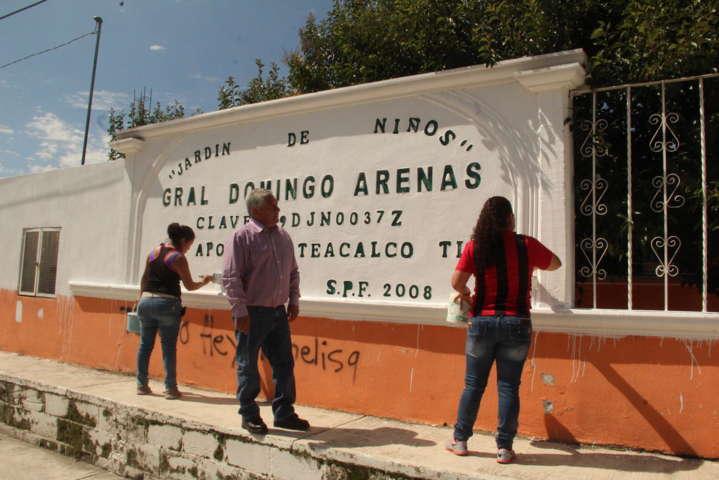 """Alcalde mejora la imagen del jardín de niños """"Domingo Arenas"""""""