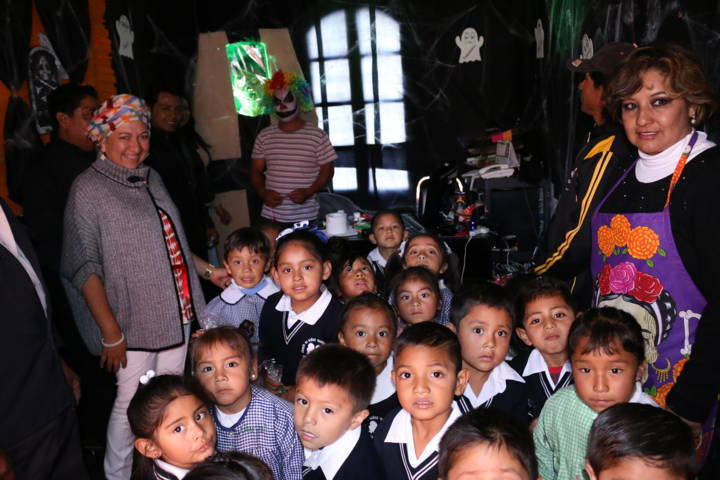 Conviven Ayuntamiento y niños de Texóloc en celebración de día de muertos