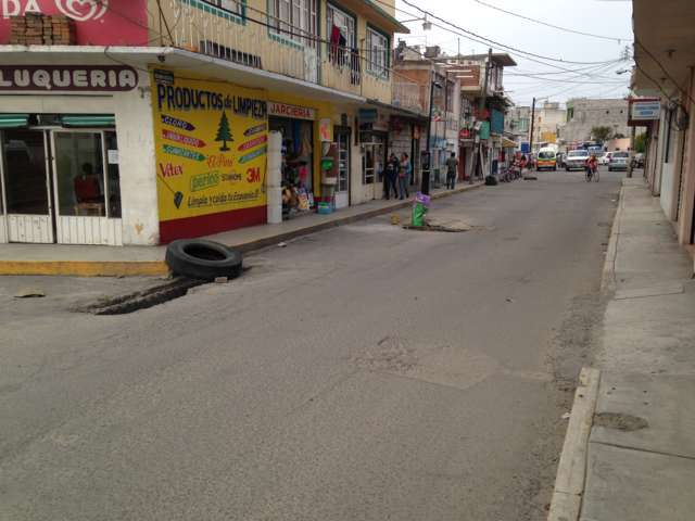 Vecinos denuncian peligrosa alcantarilla en Reforma