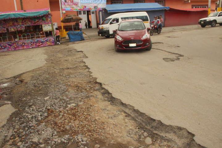 Alcalde de Xaloztoc no cumple promesa de concluir obra: comerciantes