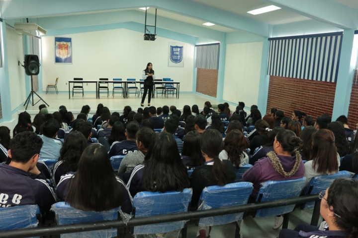 FGR imparte a estudiantes medidas preventivas en el uso de redes sociales en Xaltocan