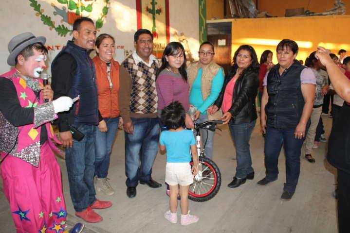 SMDIF y Ayuntamiento llevaron alegría a los niños en el Día de Reyes