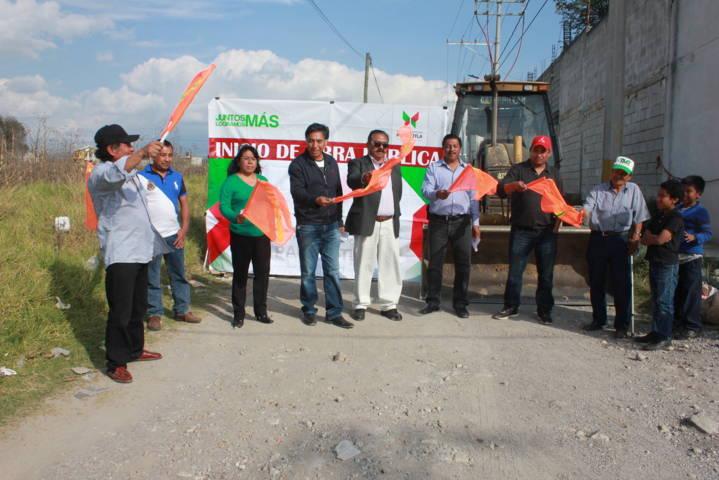 Alcalde mejora la imagen urbana de la calle Techachalco del barrio el Carmen