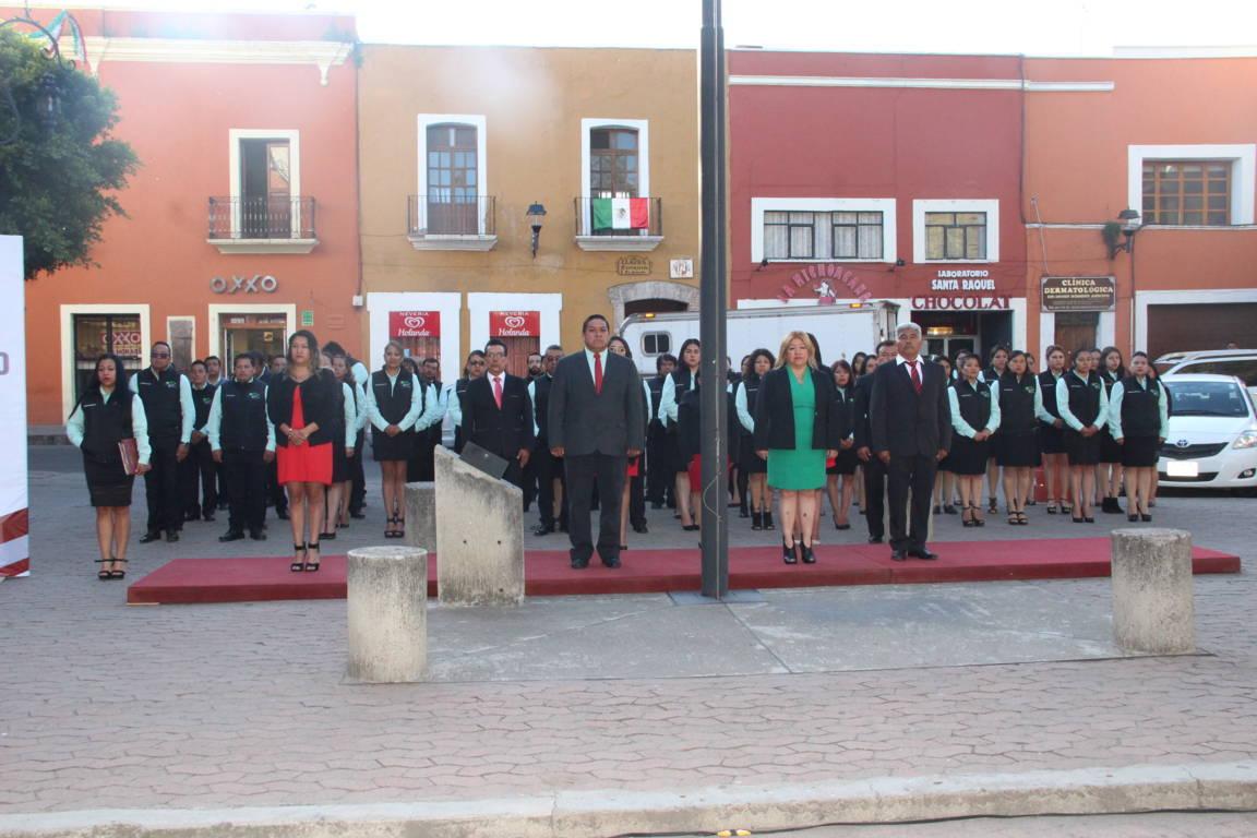 Ayuntamiento realiza Izamiento de Bandera en la capital del estado