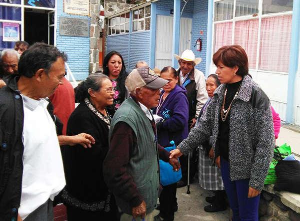 En Huamantla entrega SMDIF aparatos auditivos a 38 adultos mayores