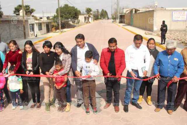 Con más de 9 mil m2 de pavimento fortalecemos el desarrollo de 2 calles: alcalde