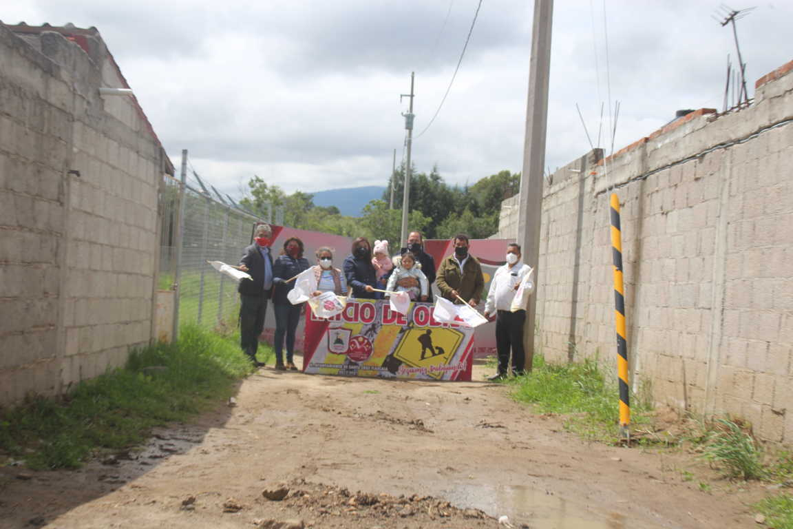 Sanabria Chávez da banderazo en la Privada 3 de Mayo de Santa Cruz Tlaxcala