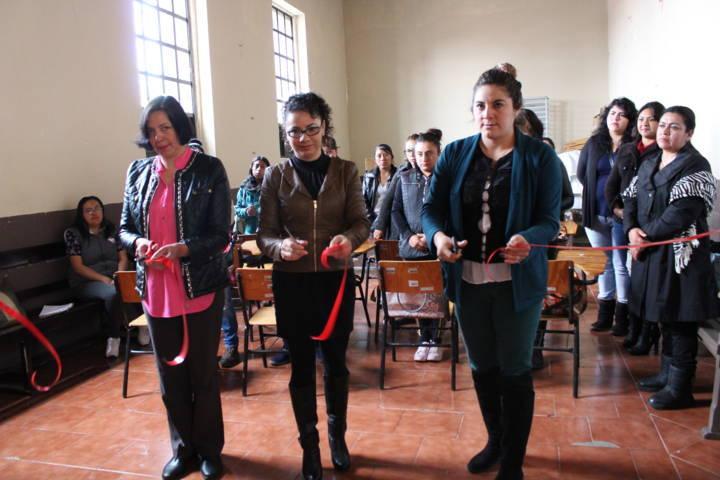 Smdif de Tetla de la Solidaridad inicio curso de maquillaje profesional