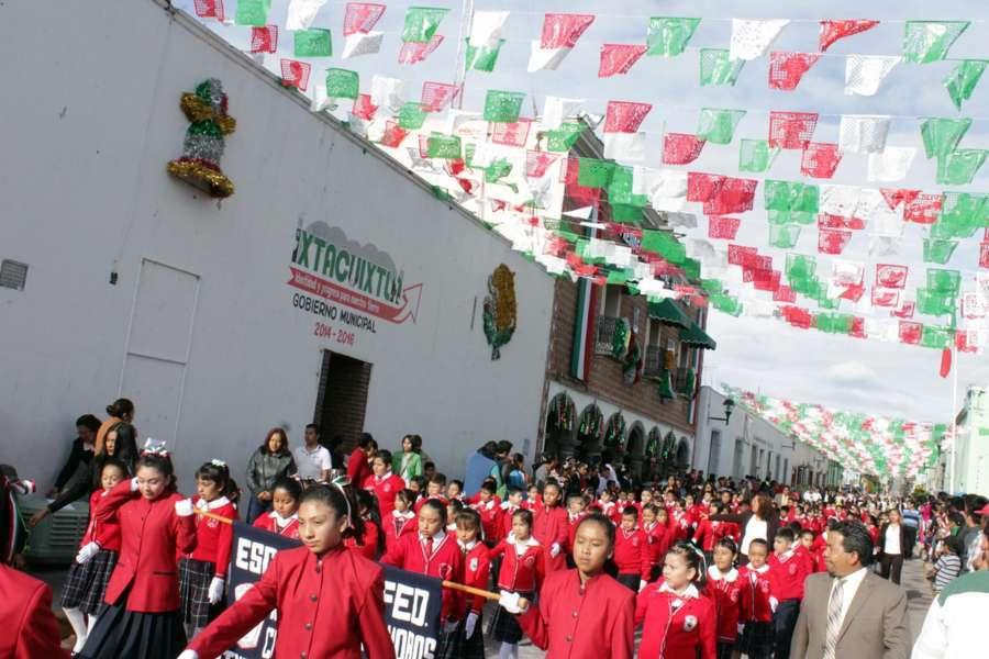 Realizan en Ixtacuixtla tradicional desfile del 16 de septiembre