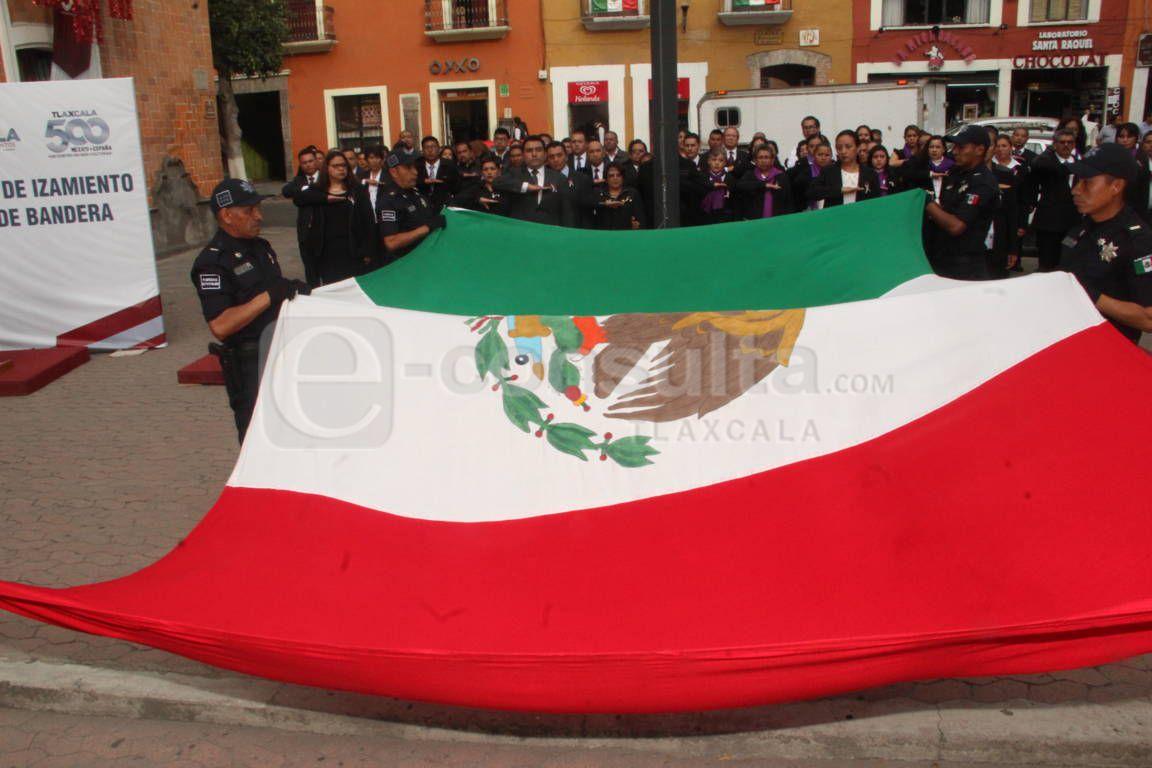 Alcalde de Calpulalpan encabezo Arrió de lábaro patrio en la capital del estado