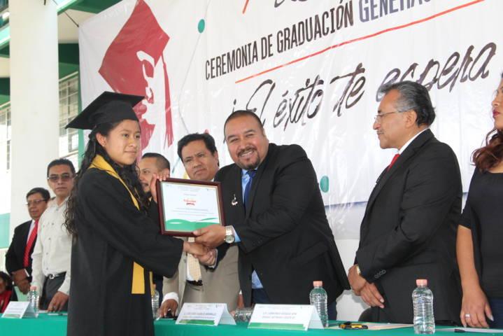 Badillo Jaramillo apadrina egresados del CECyTE plantel 02