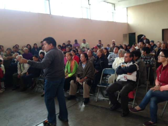 Entre gritos e inconformidades eligen nuevo delegado en El Llanito
